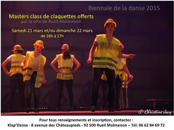 Photo d'élèves en spectacle de claquettes lors de la biennale de la danse